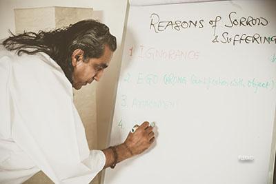 Yoga Le Nuvole - Incontro con Dr. Omanand (Paramanand Institute of Yoga Indore). Klesha, le cause della sofferenza secondo Patanjali