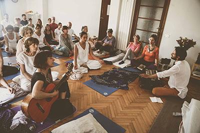 Yoga Le Nuvole - Incontro con Dr. Omanand (Paramanand Institute of Yoga - Indore). Mantra di apertura