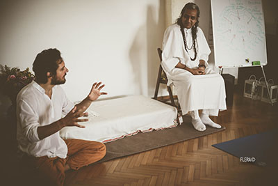 Yoga Le Nuvole - Incontro con Dr. Omanand (Paramanand institute of yoga - Indore). Andrea traduce